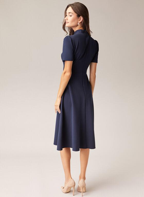 Maggy London - Robe à col cravate et manches courtes, Bleu