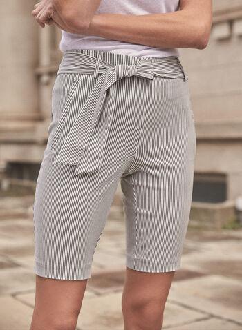 Short rayé avec ceinture à nouer, Noir,  short, bas, fait au canada, jambe droite, ceinture, poches passepoilées, imprimé, motif, rayures, bengaline, extensible, printemps été 2021