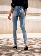 Jeans à déchirures et cristaux, Bleu