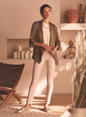 Pantalon pull-on à tissu très extensible, Blanc cassé,  pantalon, jambe étroite, pull-on, très extensible, ultra tech, fentes, printemps été 2020