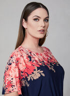 Maggy London - Robe fleurie à jupe portefeuille, Bleu, hi-res