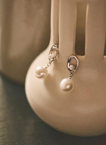 Boucles d'oreilles pendantes à perles , Blanc cassé,  printemps été 2021, bijoux, boucles d'oreilles, pendants, perle, métallique, fermoir poussette