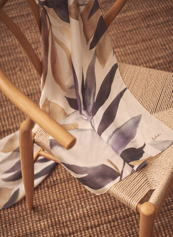 Foulard en soie à motif feuilles, Noir,  foulard, écharpe, accessoire, soie, feuilles, printemps été 2021