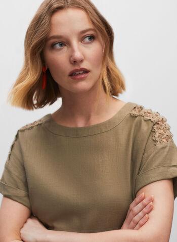T-shirt à broderies aux épaules, Vert,  haut, top, T-shirt, blouse, manches courtes, encolure arrondie, col arrondi, épaules tombantes, broderies, fermeture éclair, lin, printemps été 2021