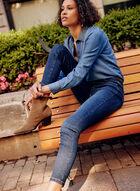 Jean doux à jambe étroite et effet délavé, Bleu
