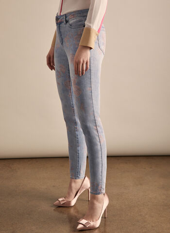 Jeans à jambe étroite et motif floral, Bleu,  jeans, jambe étroite, fleurs, coton, poches, printemps été 2020