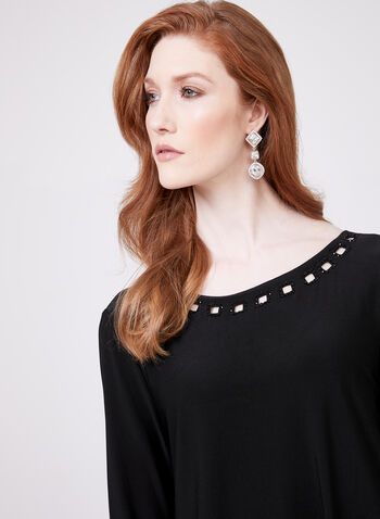 Cartise - Robe style cape à encolure et ourlet agrémentés, Noir, hi-res