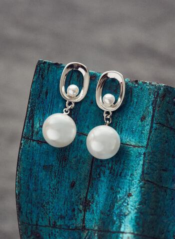 Boucles d'oreilles pendantes à perles , Blanc cassé,  bijoux, accessoires, boucles d'oreilles, perles, pendentif, ovale, ouvert, métallique, printemps été 2021