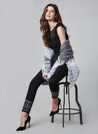 Jeans à jambe étroite et ourlet brodé, Noir, hi-res