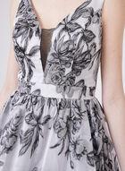 Cachet - Robe fleurie ajustée et évasée et décolleté illusion, Argent, hi-res