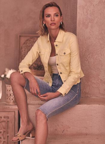 Capri en denim à liséré contrastant, Bleu,  capri, pantalon, bas, jean, taille mi-haute, jambe étroite, bouton, glissière, ganses pour ceinture, poches, rivets métalliques, liséré contrastant, ourlet effiloché, denim extensible, délavé, printemps été 2021