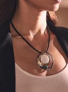 Collier court à pendentif en pierre ovale , Blanc