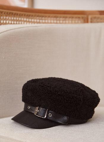 Casquette en faux mouton avec boucle décorative, Noir,  casquette, accessoire, visière, similicuir, faux mouton, détail, boucle, argent, automne 2021, chapeau
