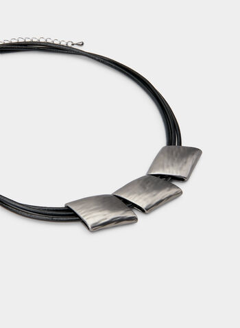 Collier court à trois pendentfs, Gris, hi-res,  collier, court, multi-chaînes, cordons, formes géométriques, automne hiver 2019