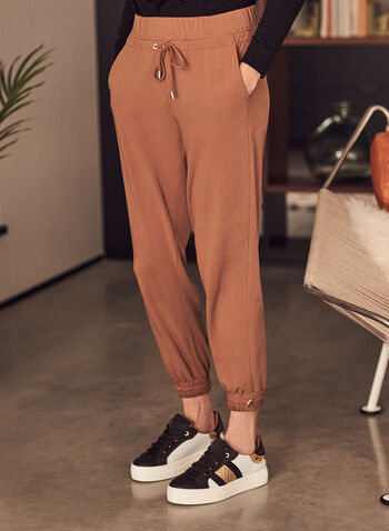 Pantalon jogger à détails métalliques , Brun,  pantalon, jambe étroite, pull-on, facile à enfiler, tricot, jersey, joggeur, jogger, relax, printemps été 2021
