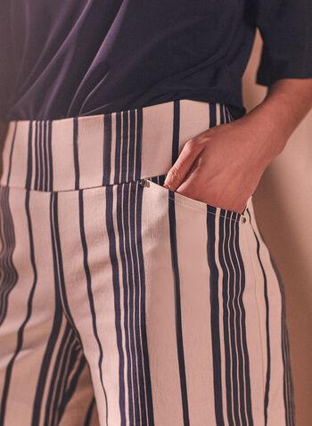 Short à fines rayures , Noir,  short, bas, à enfiler, pull-on, rayé, motif rayures, imprimé, bengaline, poches, printemps été 2021
